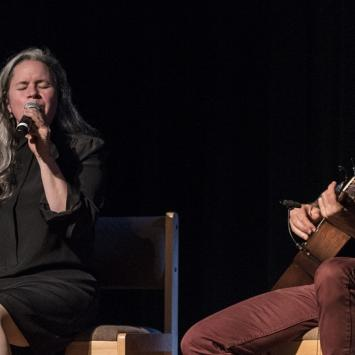 Natalie Merchant and Erik Della Penna benefit concert for The Umbrella (Photo by Jim Sabitus)