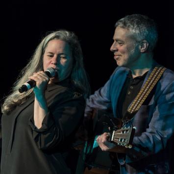Natalie Merchant and Erik Della Penna benefit concert for The Umbrella (Photo by Jim Sabitus)
